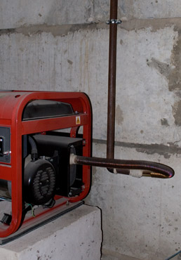 Установка бензинового генератора на улице запчасти к сварочному аппарату gysmi